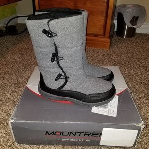 Winter boots size 8